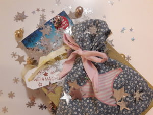Buch in Geschenktüte